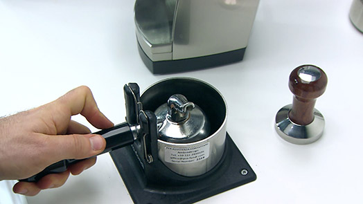 Electrical brush Pro-Fondi for the disposal of coffee pucks